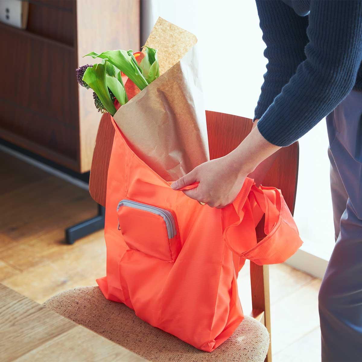 ファッションに合わせて選べる豊富なカラー展開。スマートに持ち歩ける折りたたみエコバッグ|KATOKOA