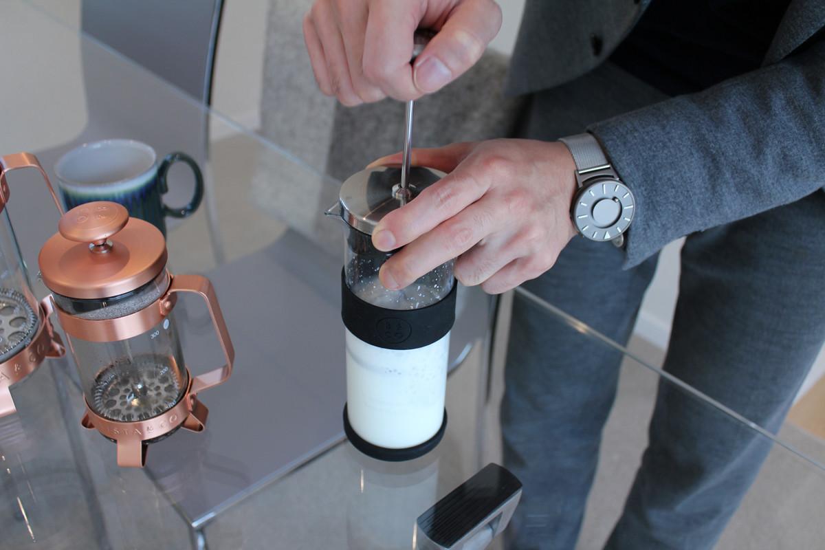 ふわふわのミルクができるミルクフローサー(ミルク泡立て器)