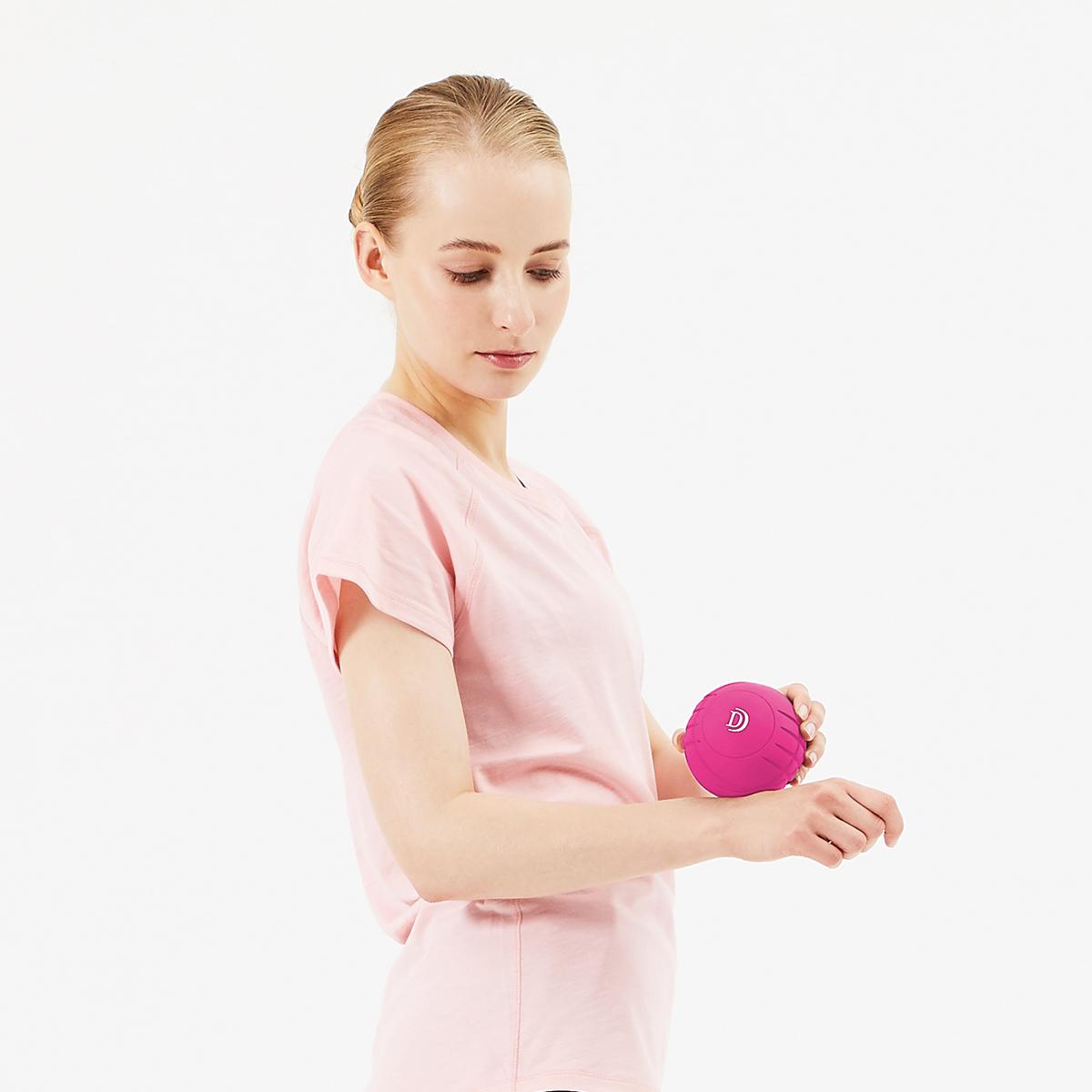 振動させずに、押し当てるだけのストレッチも気持ちいいストレッチボール Dr.Air 3Dコンディショニングボール