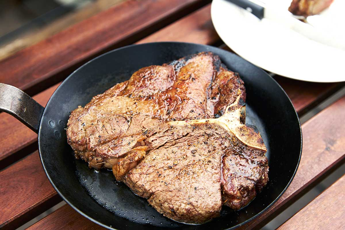 仕事に、家事に、がんばったご褒美に。ロッキー山脈の雪解け水と牧草が育む、上質の赤身肉(Tボーンステーキ・ハンバーグ)|COWMAN STEAK CLUBカウマンステーキクラブ)