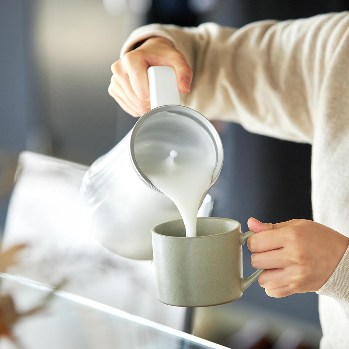 ミルク本来の甘さを引き出す適温に自動調節してくれる。思わず唸るほど、キメ細やかでクリーミーなふわふわミルクが簡単に作れる「全自動ミルクフォーマー」|PRINCESS Milk Frother Pro