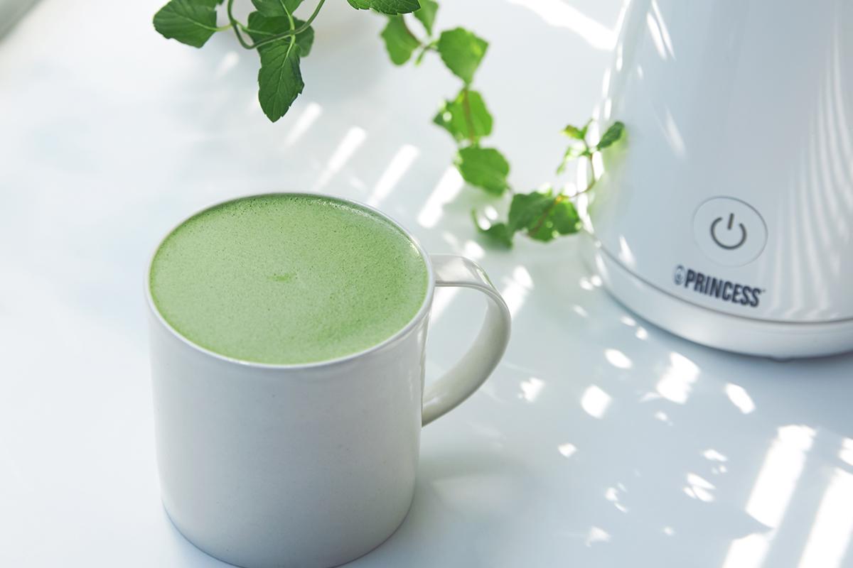 ふわふわ抹茶ラテ|アレンジ次第でいろんな自分カフェレシピが作れる。思わず唸るほど、キメ細やかでクリーミーなふわふわミルクが簡単に作れる「全自動ミルクフォーマー」|PRINCESS Milk Frother Pro
