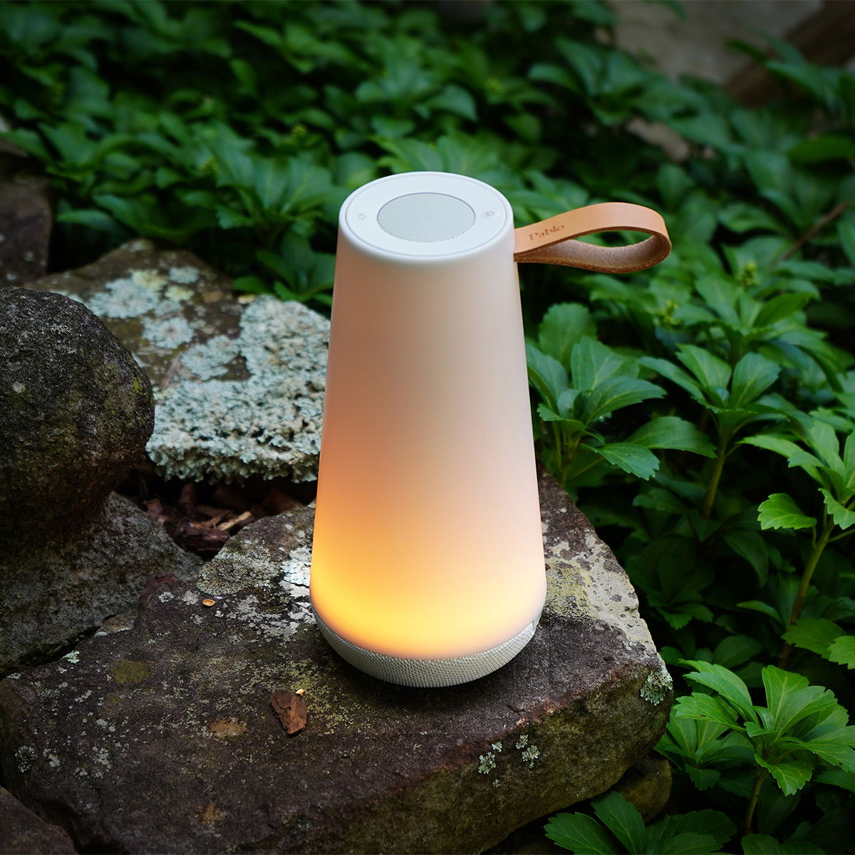 UMAの光は、自然と癒しを感じることのできるロウソクや暖炉のような優しい「あかり」。「音」と「光」の調和するワイヤレスHi-Fiスピーカー|Pablo UMA MINI