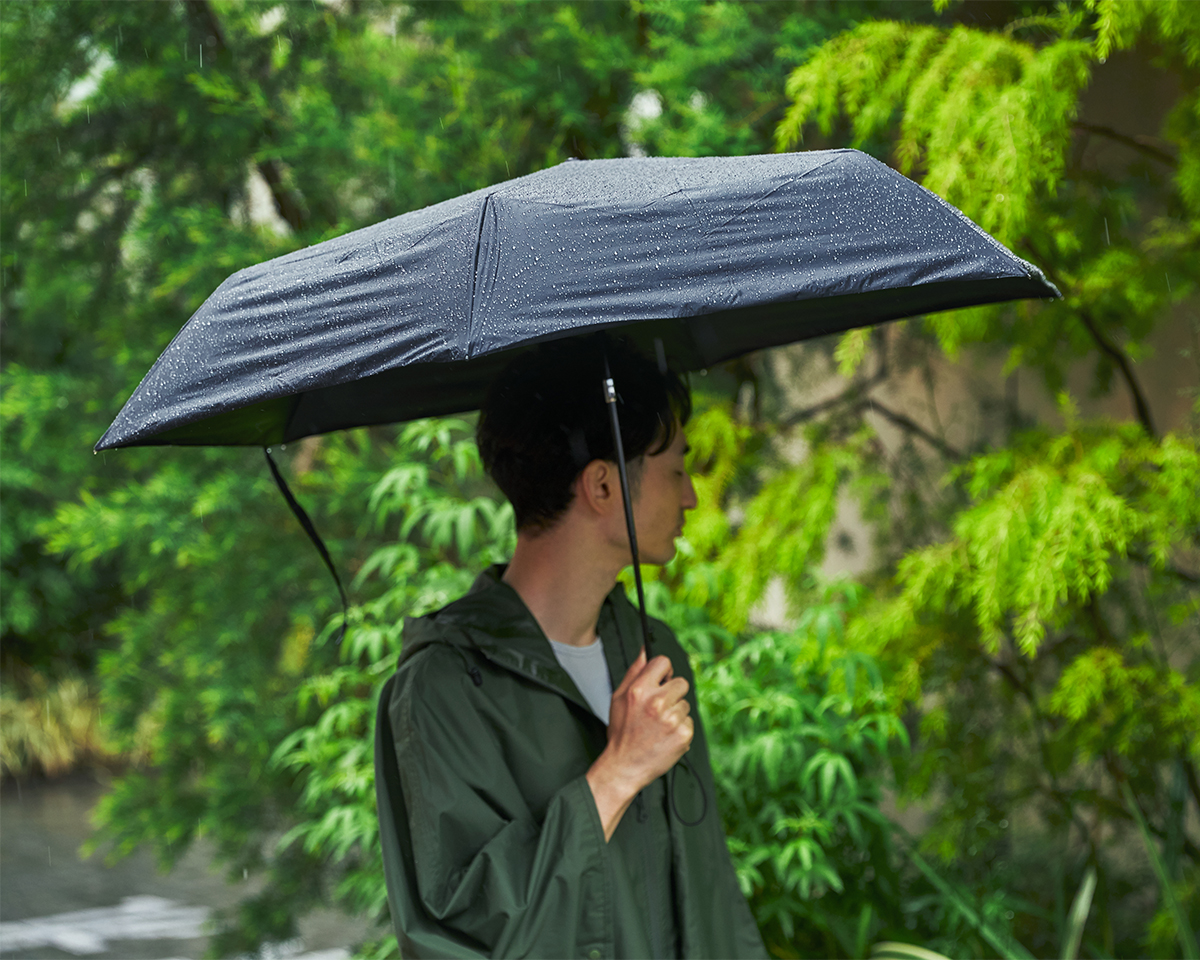 軽くてスリムに収納できる自動開閉型の日傘・雨傘|《晴雨兼用》指1本でカンタン開閉!丈夫なコーデュラ生地で仕立てた「自動開閉式折りたたみ遮光傘」|HEAT BLOCK ×CORDURA Fabric|VERYKAL LARGE
