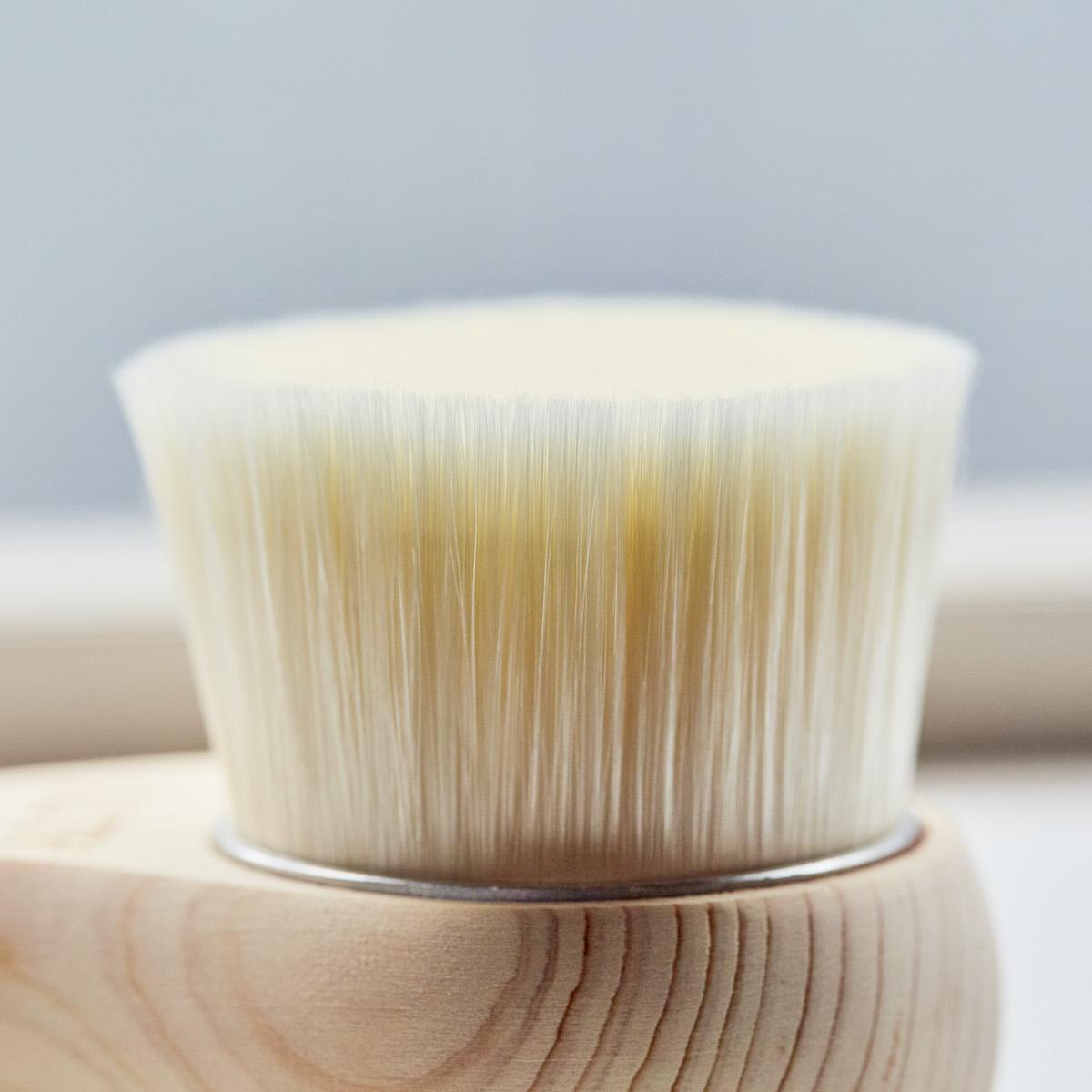 柔らかい極細毛が毛穴の汚れを優しく落としてくれる全身ブラシ