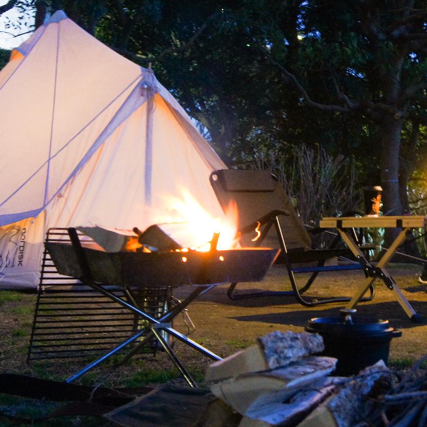 大きな美しい炎。静かながらも迫力のある炎をリビングで楽しめる。テーブルに置ける「焚き火」|LOVINFLAME