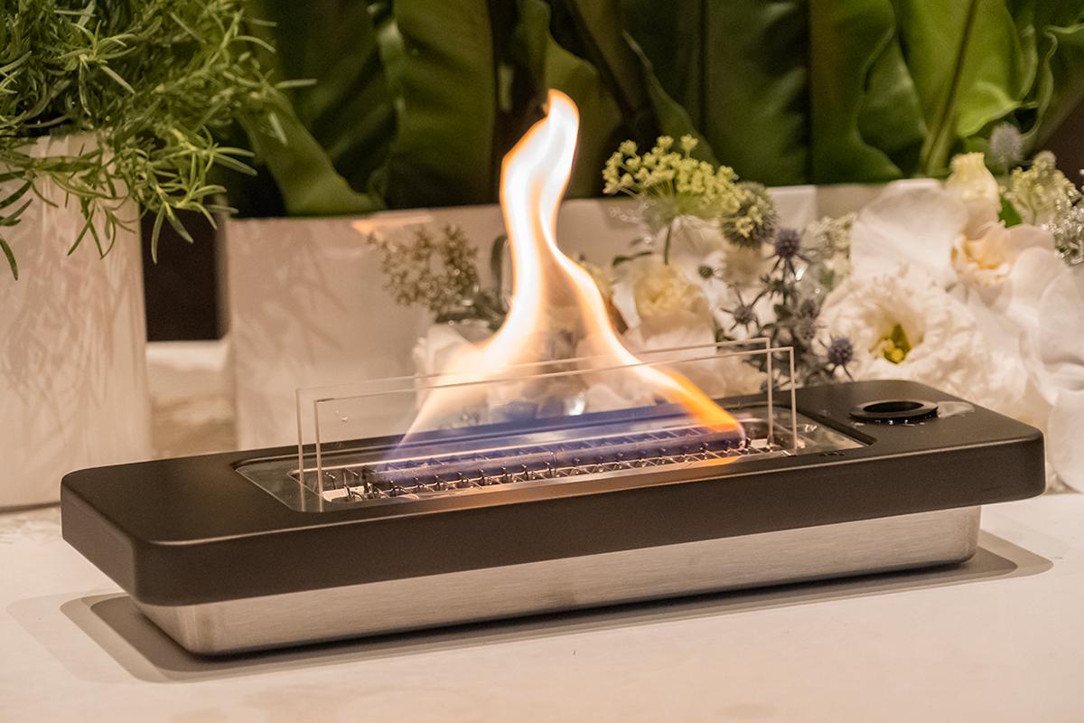 大きな美しい炎。安全な専用オイル使用で、煙が出ない、テーブルに置ける「焚き火」|LOVINFLAME