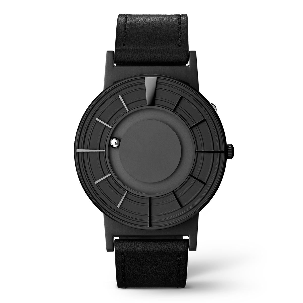 新たなデザインアプローチで時間と向き合ったモデル、エッジの効いたオールブラックの「腕時計」 | EONE《EDGE》
