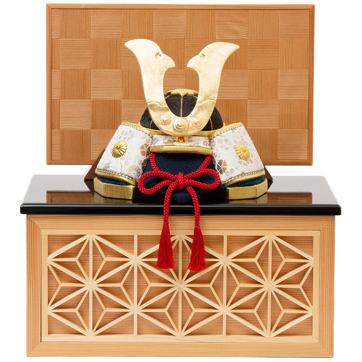 小さなスペースでも、エレガントに飾りたい」なら、《四角形・小》6つの日本伝統工芸をコンパクトにした、木目込の「プレミアム兜飾り」| 宝輝 | 柿沼人形