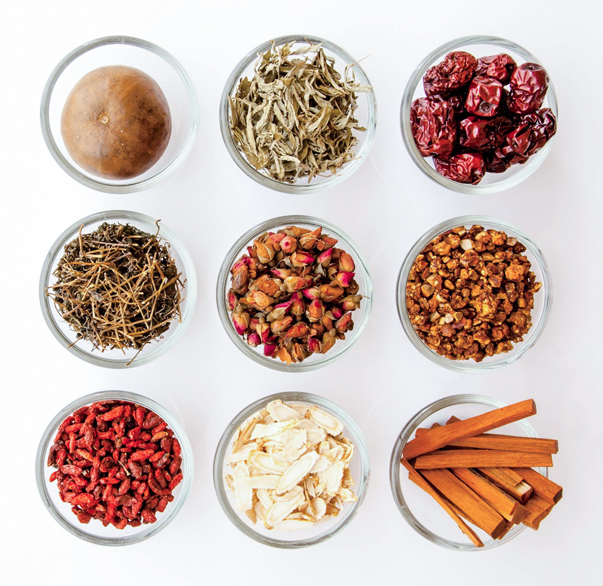 付属のミルで乾物の栄養を丸ごと摂れる|氷も皮付き野菜も滑らかなスムージーに…パワフルな小型ブレンダー|ferrano