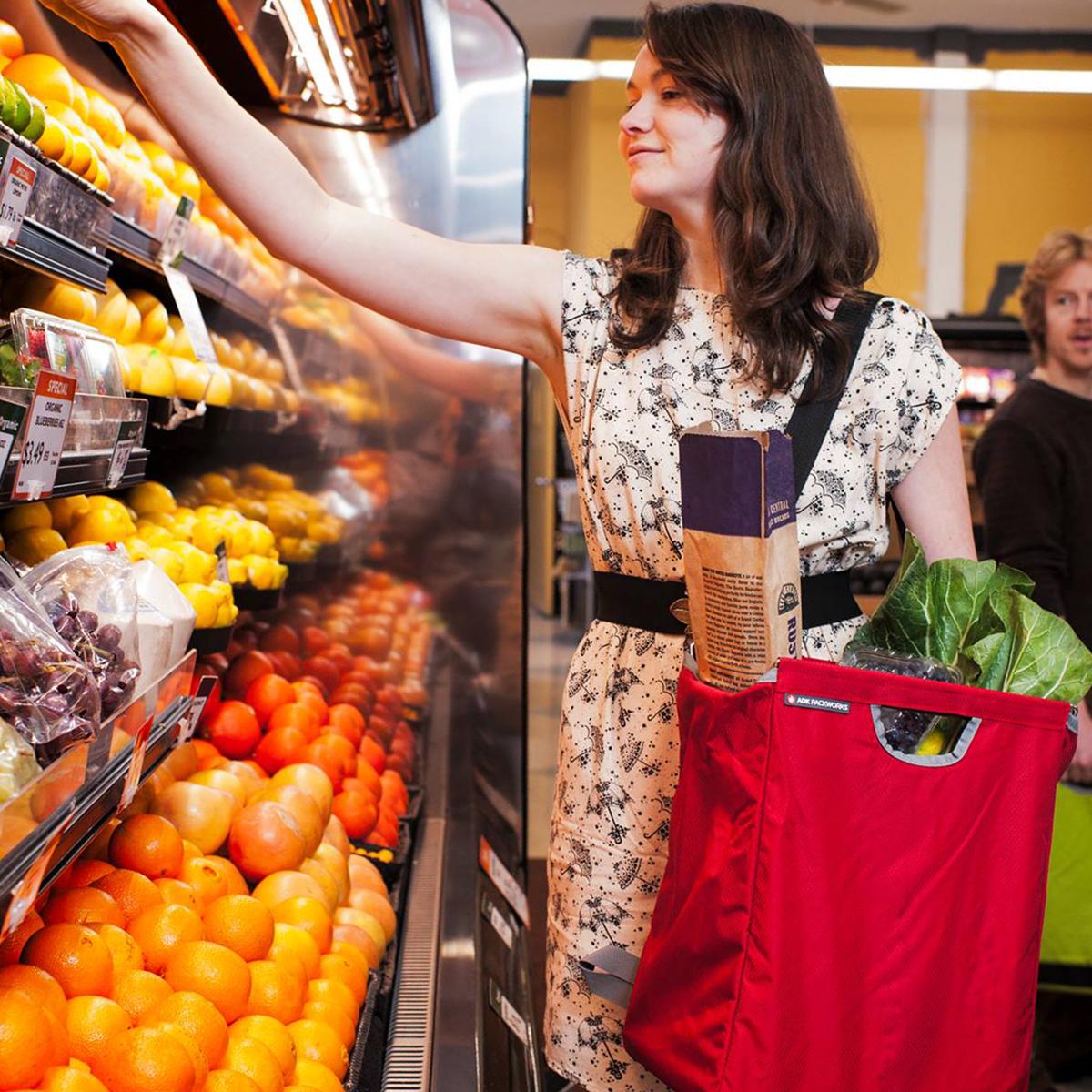 「箱型」のまま、自立できるエコバッグはめずらしいはず。たためる金属フレーム入り!自立するから、柔らかいパンや葉物野菜、花を潰さない「箱型エコバッグ」|ADK Packworks
