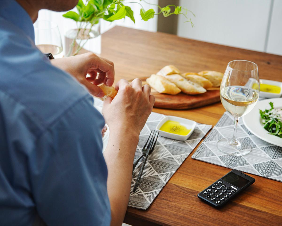本来の「人間らしい時間」が取り戻せる、忙しい人に使ってほしい携帯電話・ミニマムフォン|Punkt.(プンクト)