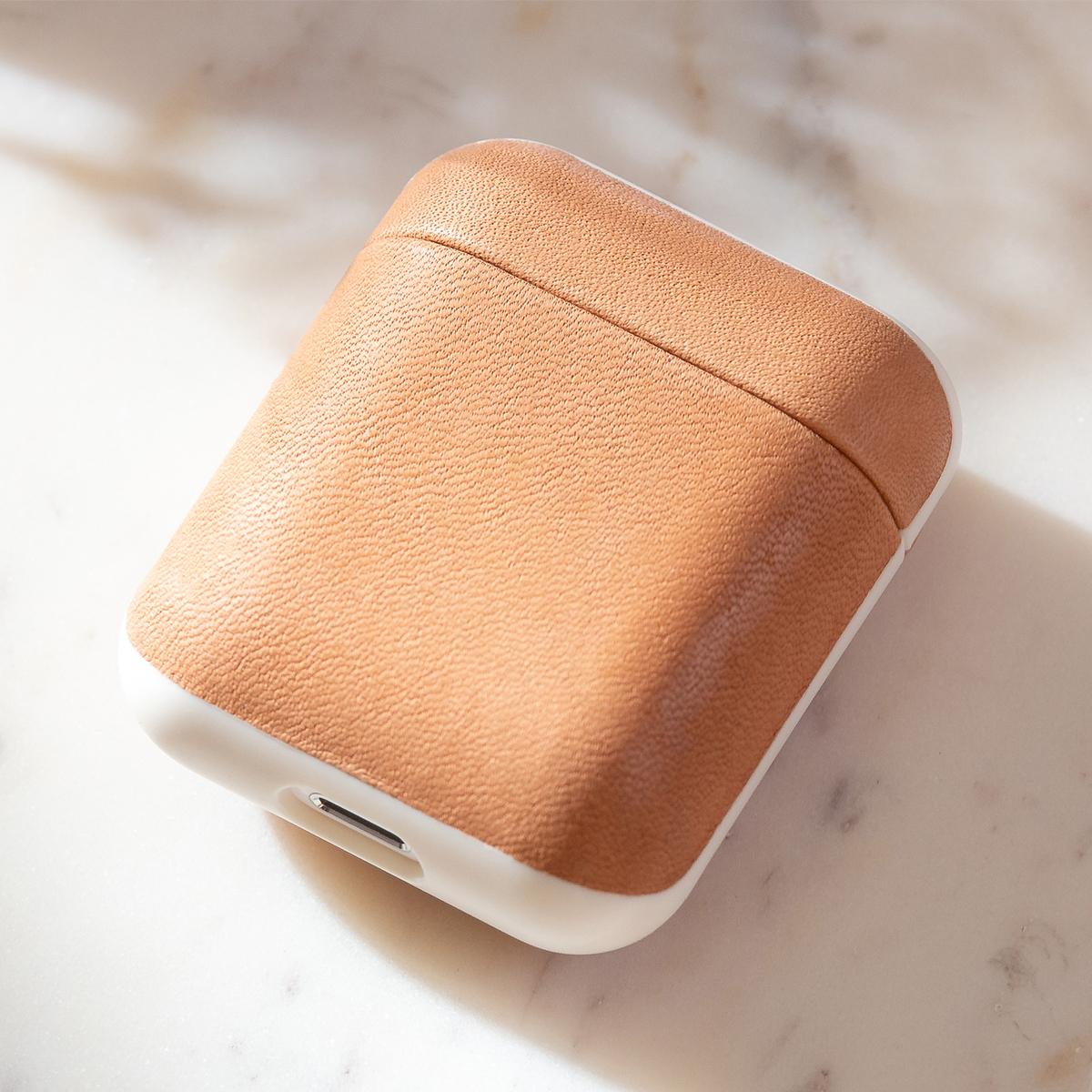 革好きにはたまらない憧れのブランドホーウィン社がなめしたヌメ革のAirPodsケース・Apple Watchバンド|NOMAD
