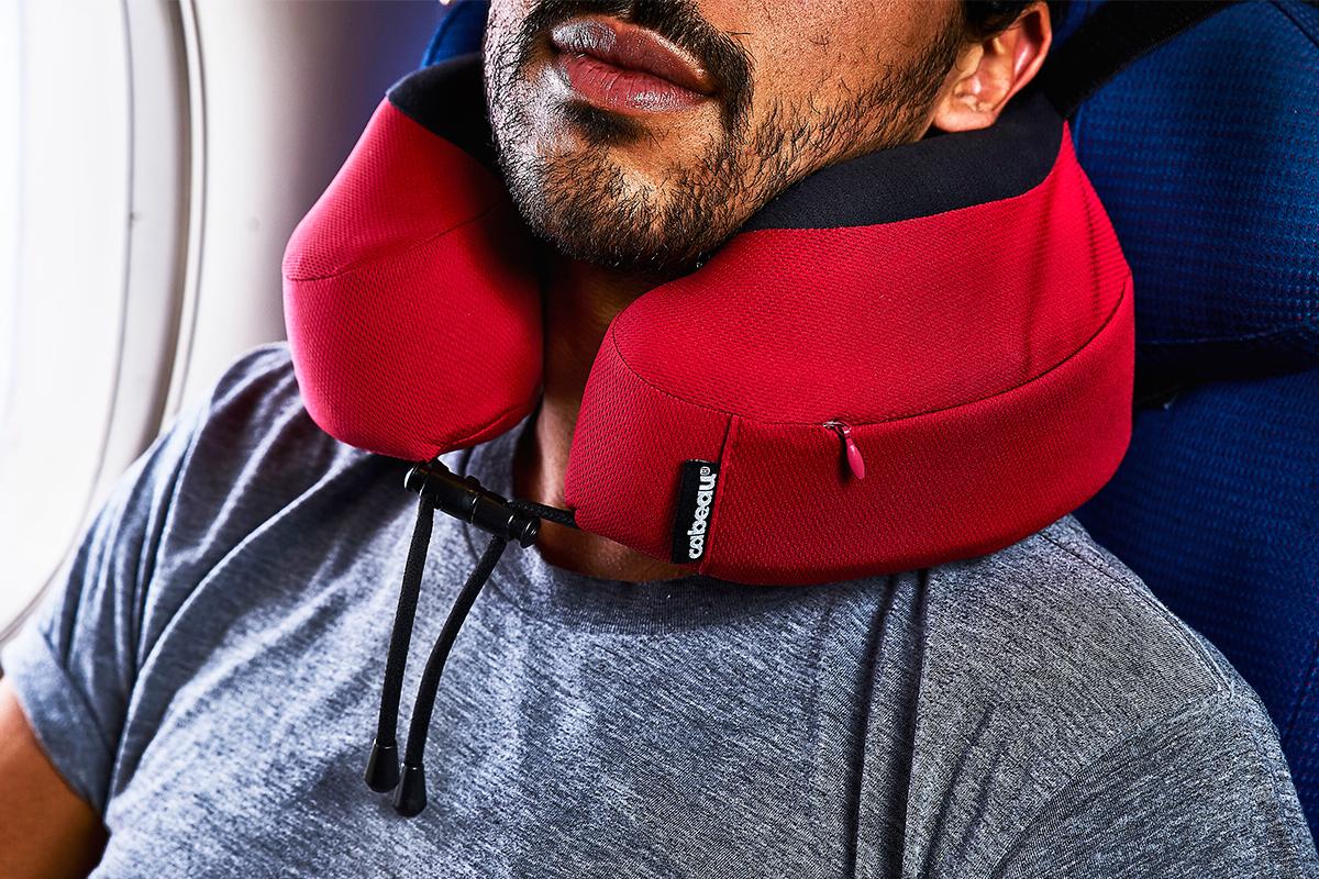 筑波大学・足立和隆准教授(応用解剖学)によるテストで実証済み。首全体を包み込むような均等な圧力分布で、首を圧迫せずラクに支えてくれるトラベル枕|cabeau