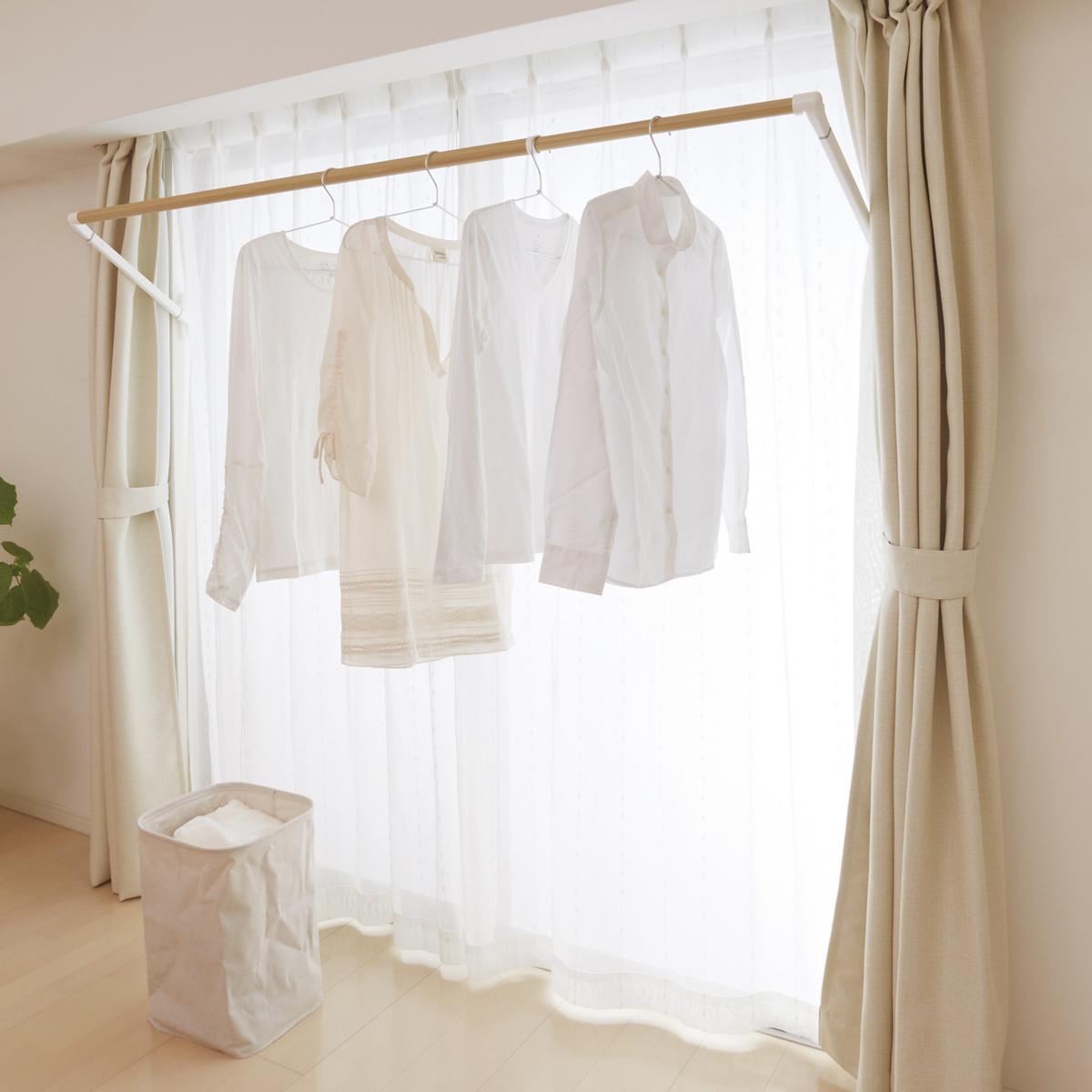 花粉飛散のピーク時は洗濯物を室内に干す(窓枠設置型の物干しシステムSORAIE)|備えあれば憂いなし。花粉症対策は日頃から簡単に。食事や掃除など、すぐに取り組める花粉症対策6選
