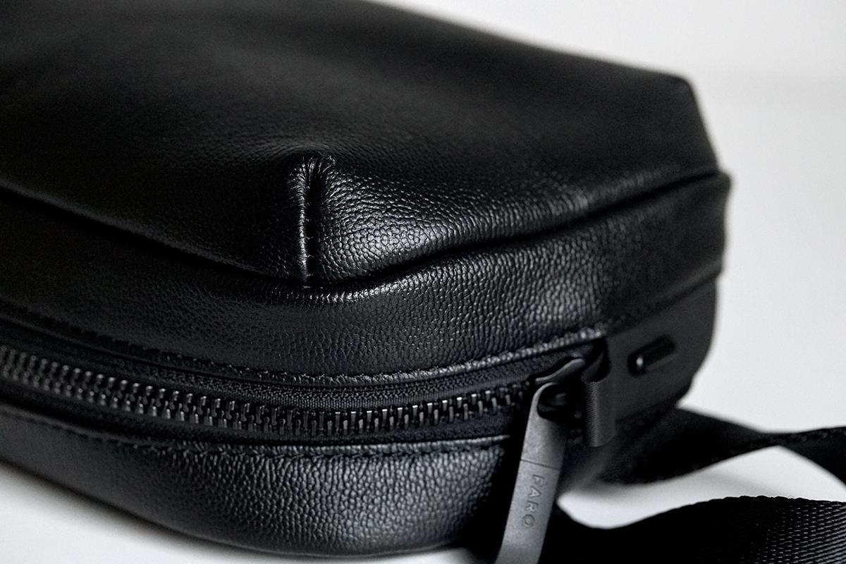 革の表面はもちろん、裏側や断面、キズからも水を寄せつけません。 防水レザー、超軽量、直感ポケット付きの日本製レザーバッグ PCバッグ・トートバッグ・リュック・バックパック FARO(ファーロ)