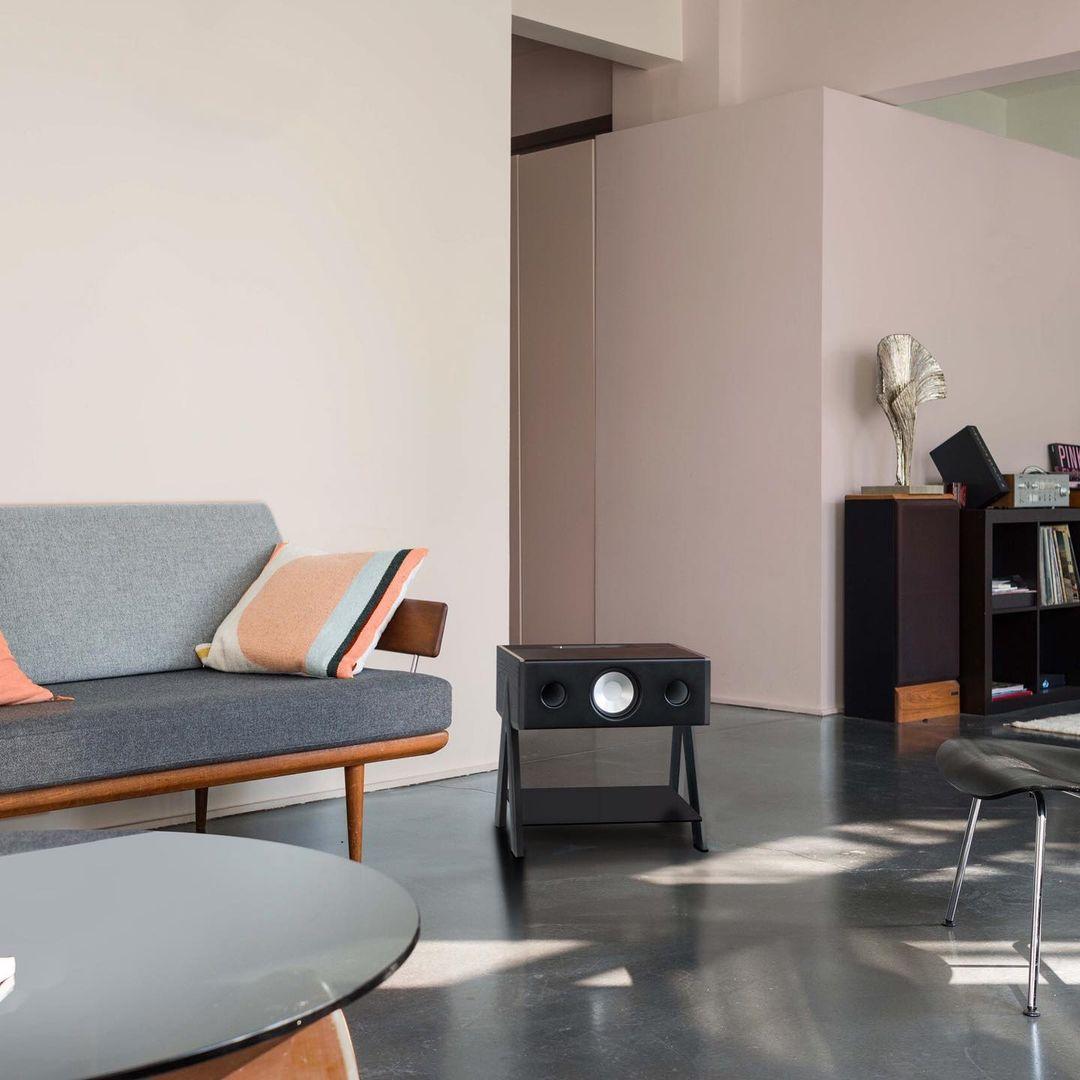 映画やレコードを、『CUBE』ならではの音質で楽しめます。美しい家具のような高級スピーカー・オーディオ家具|La Boite Concept CUBE(ラ ボアット コンセプト キューブ)