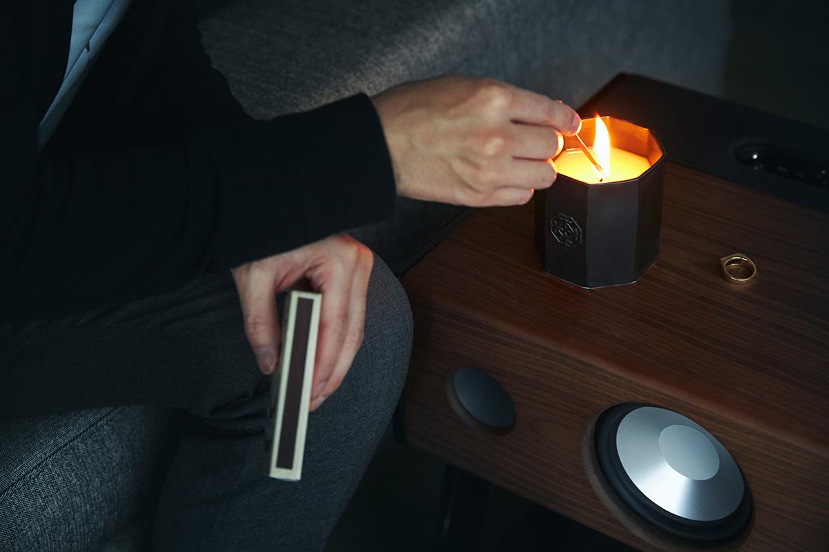 サンダルウッド白檀のアクセントによって、奥の深い心地よさも重ねました。穏やかな炎と心地いいヒノキの香りで、ゆったり癒しの時間を-センティッドキャンドル-KITOWA(キトワ)