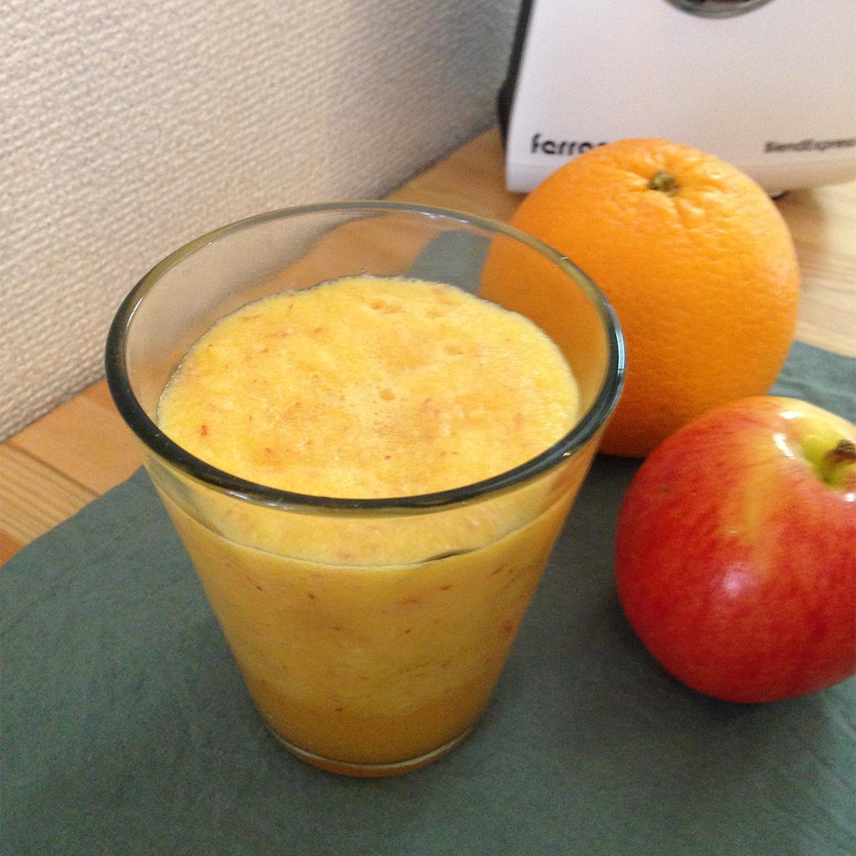 オレンジとリンゴのスムージー|氷も皮付き野菜も滑らかなスムージーに…パワフルな小型ブレンダー|ferrano