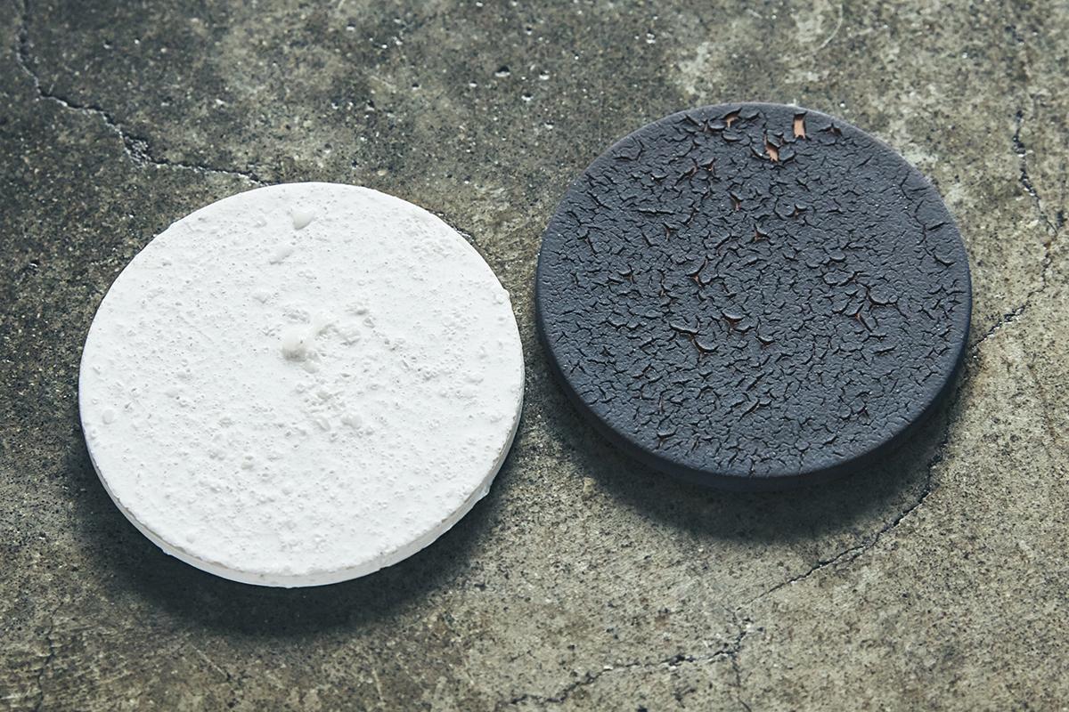 『WEEKEND』のアロマディフューザー専用の陶板(陶磁器製のプレート)です。|ミニマムでおしゃれなデザイン家電。香炉のような静かな存在感の「アロマディフューザー」|WEEKEND(ウィークエンド)