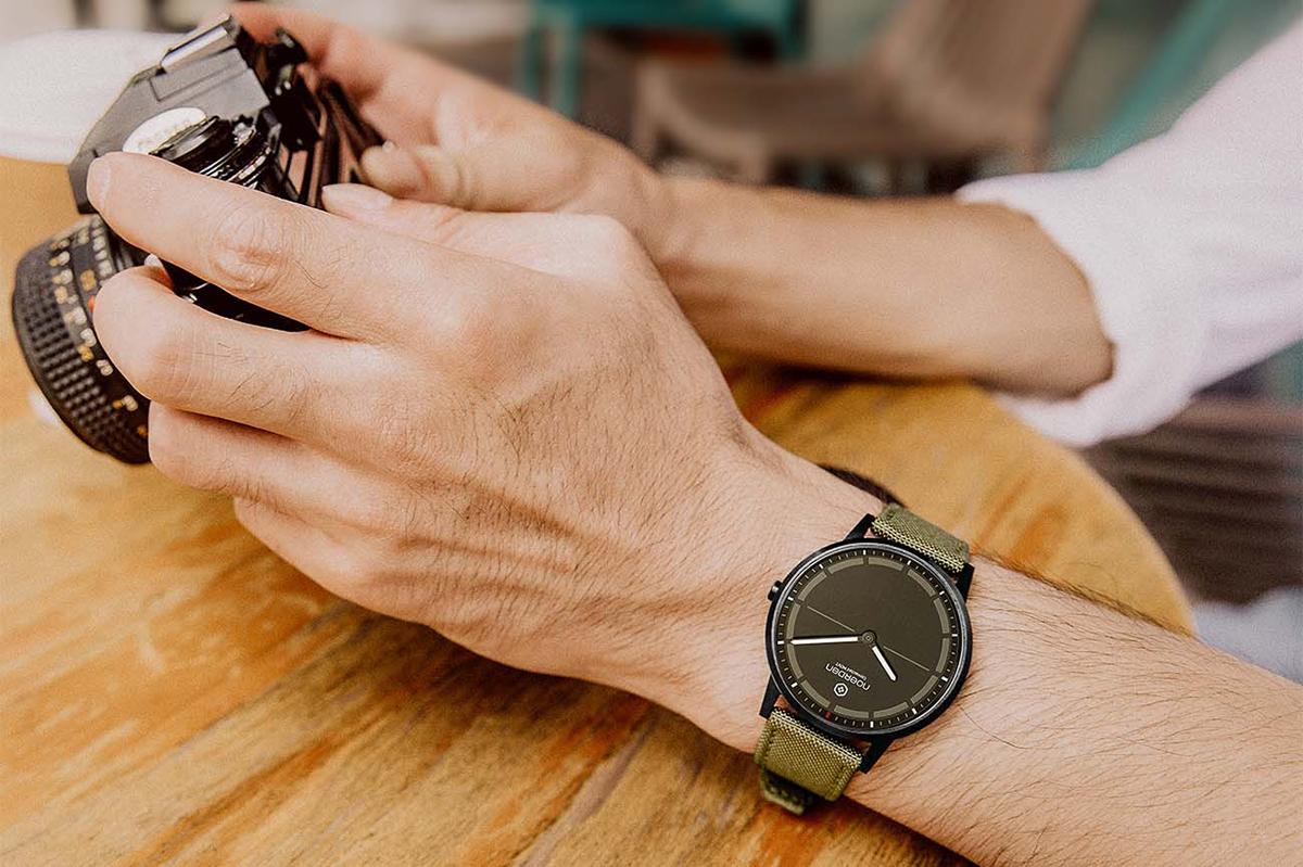 カラダや健康が気になる世代に、大人気のスマートウォッチ。24時間、あなたの活動量も睡眠も見守ってくれるスマートウォッチ|noerden(ノエルデン)