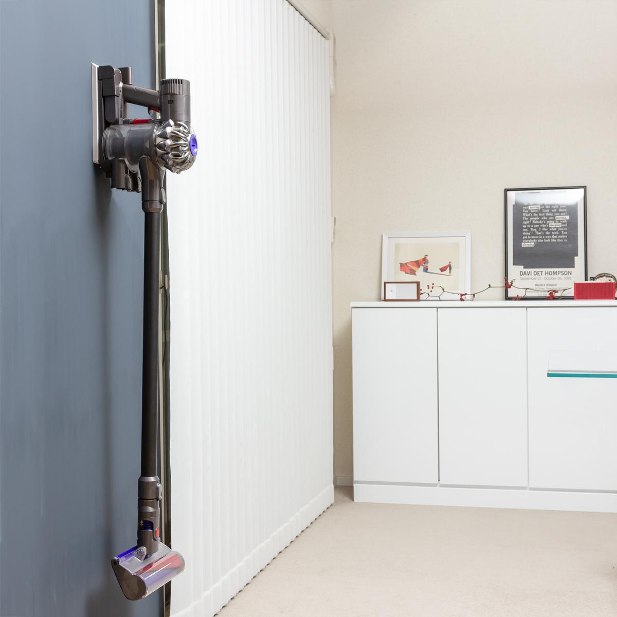 キレイな部屋づくりの秘訣。コードレス掃除機は、「よく使う場所に、掛けて収納する」|Pinde(ピンデ)