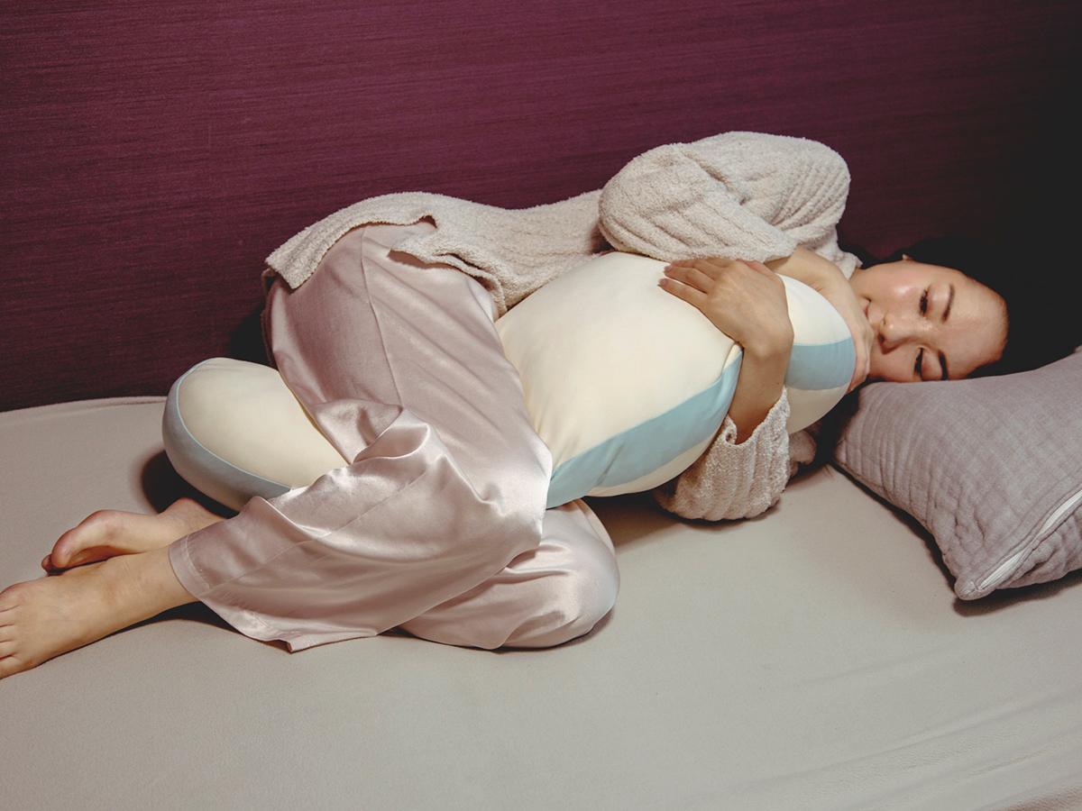 枕専門メーカーが、柔らかさとサイズにこだわってつくった、ひたすら気持ちいい『抱き枕』|megumi