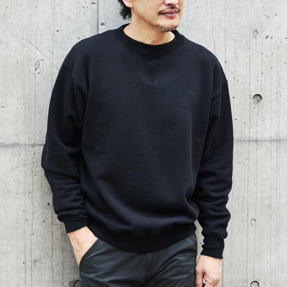 吊り編み機によって、ゆっくりと丹念に編み上げることで、手編みのようなふっくらとした風合いが生まれた。スポルディング社の名作から、現存していない「ブラック」をMade in Japanで「トレーニングシャツ」|A.G. Spalding & Bros