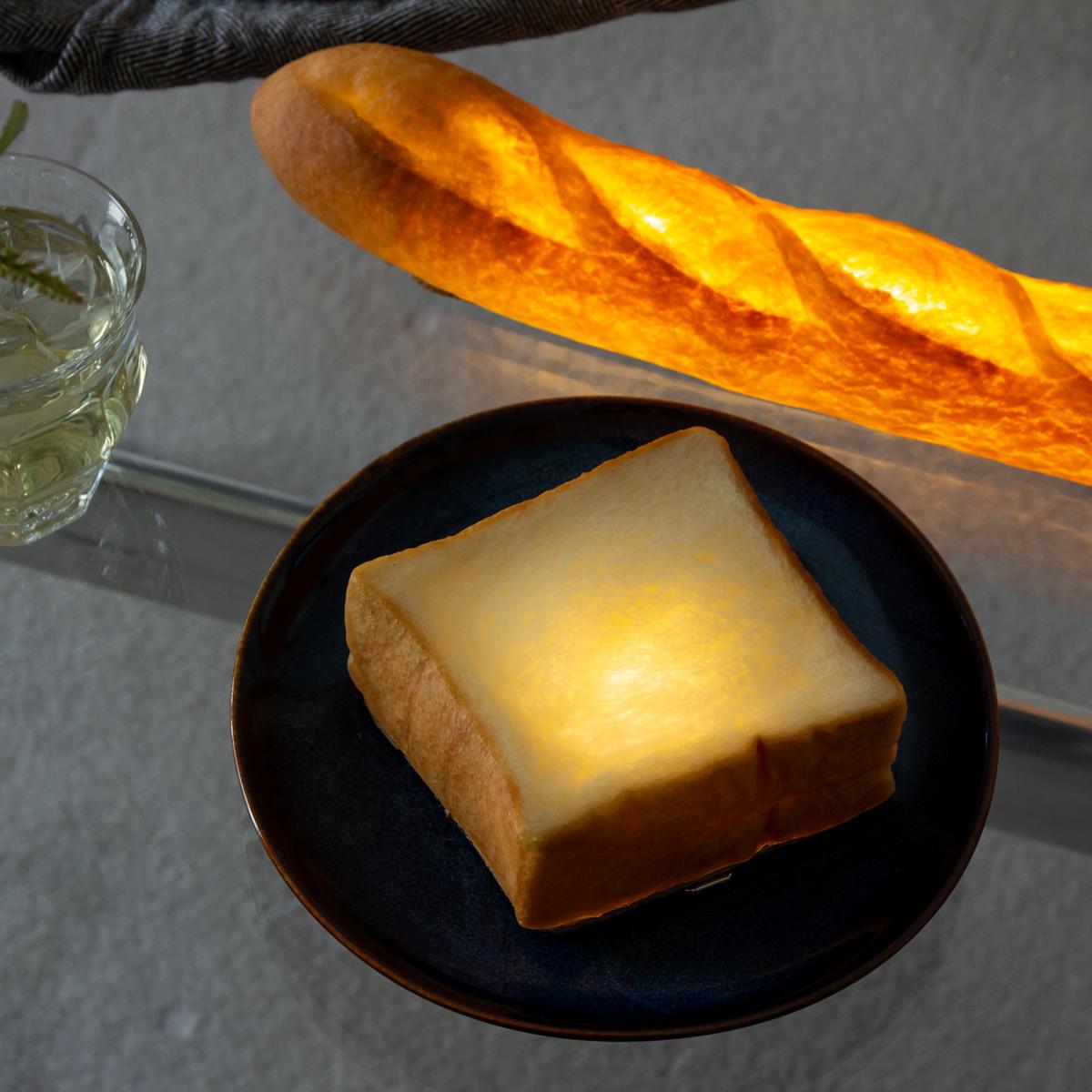 本物のパンを使ったおしゃれでユニークなデザイン。あたたかな光の置くだけで明かりのオンオフができる「ライト・ランプ・間接照明」 モリタ製パン所「パンプシェード」