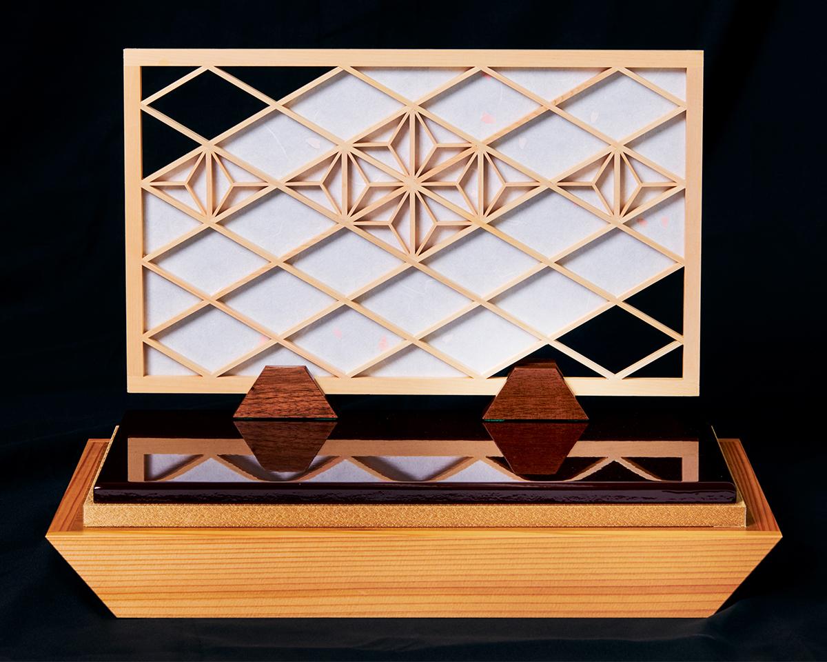 障子の衝立:鹿沼組子細工|次世代に伝えていきたい最高峰の日本伝統技術を結集させ、コンパクト・モダンに。リビングや玄関に飾れる「プレミアム兜飾り・五月人形」