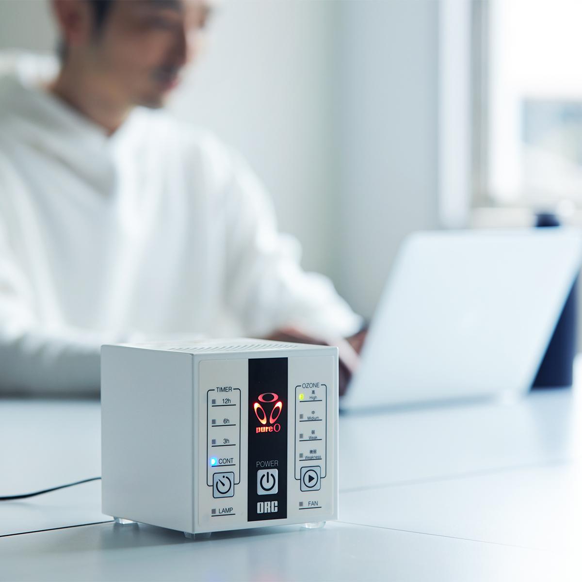部屋を丸ごと消臭・除菌。日本初、特許のUVランプでウイルス・菌を不活化させる「オゾン発生器・間接照明ランプ」|RoomiAir