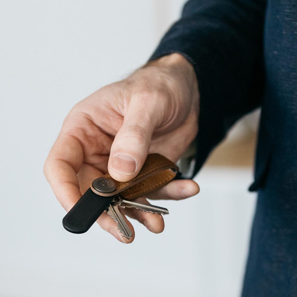 音で、ありかを教えてくれる。鍵もスマホも、すぐ見つかる!「探す」がなくなるキーホルダー|Orbitkey×Chipoloトラッカー