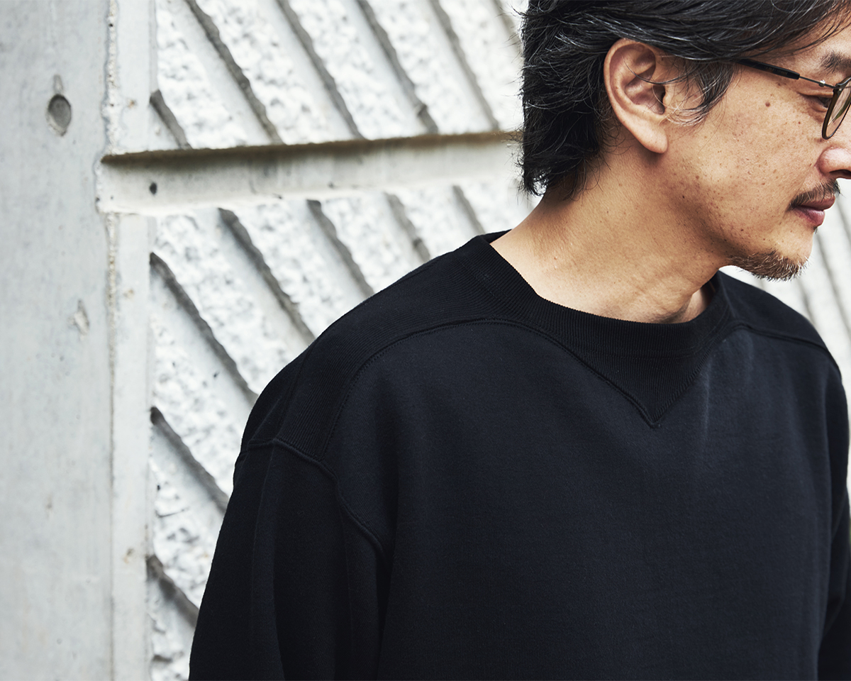 肩まわりのリブ|コレクターが唸る、独自のディテールが魅力。スポルディング社の名作から、現存していない「ブラック」をMade in Japanで「フットボールシャツ」|A.G. Spalding & Bros