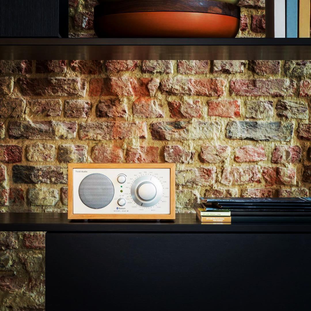 音楽、人の声がよりリアルに感じることができるアナログラジオ|Tivoli Audio