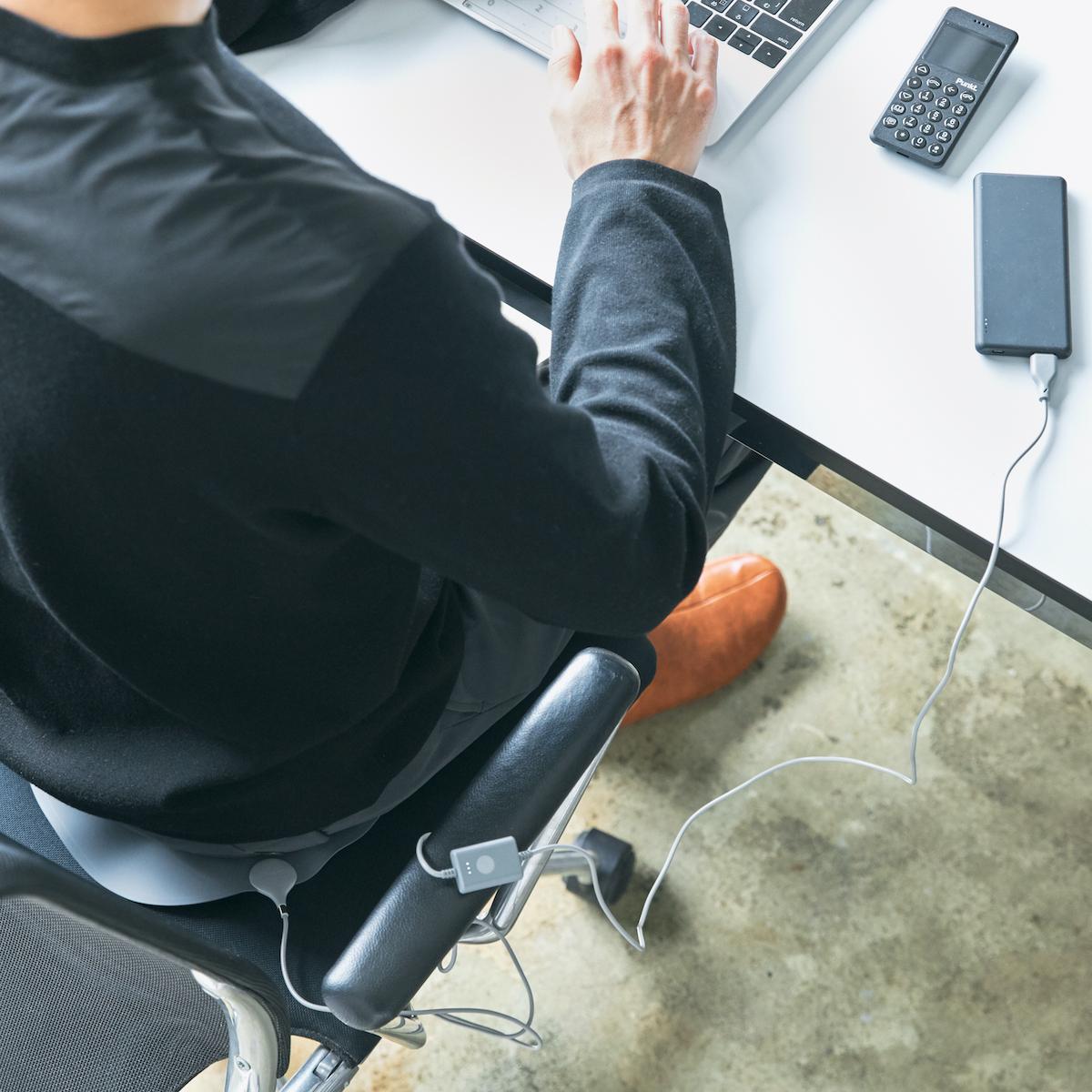 オフィス・旅行・アウトドアに!じんわり温感、ぽかぽかで気持ちよい。インクで安全発熱するシート型ヒーター「USB式温熱マット」|INKO(インコ)