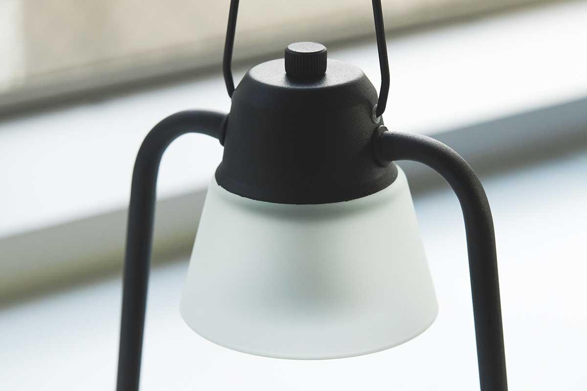 火を使わずにアロマキャンドルを灯せて、明かりと香りも楽しめる卓上ライト「キャンドルウォーマーランプ」 kameyama candle house