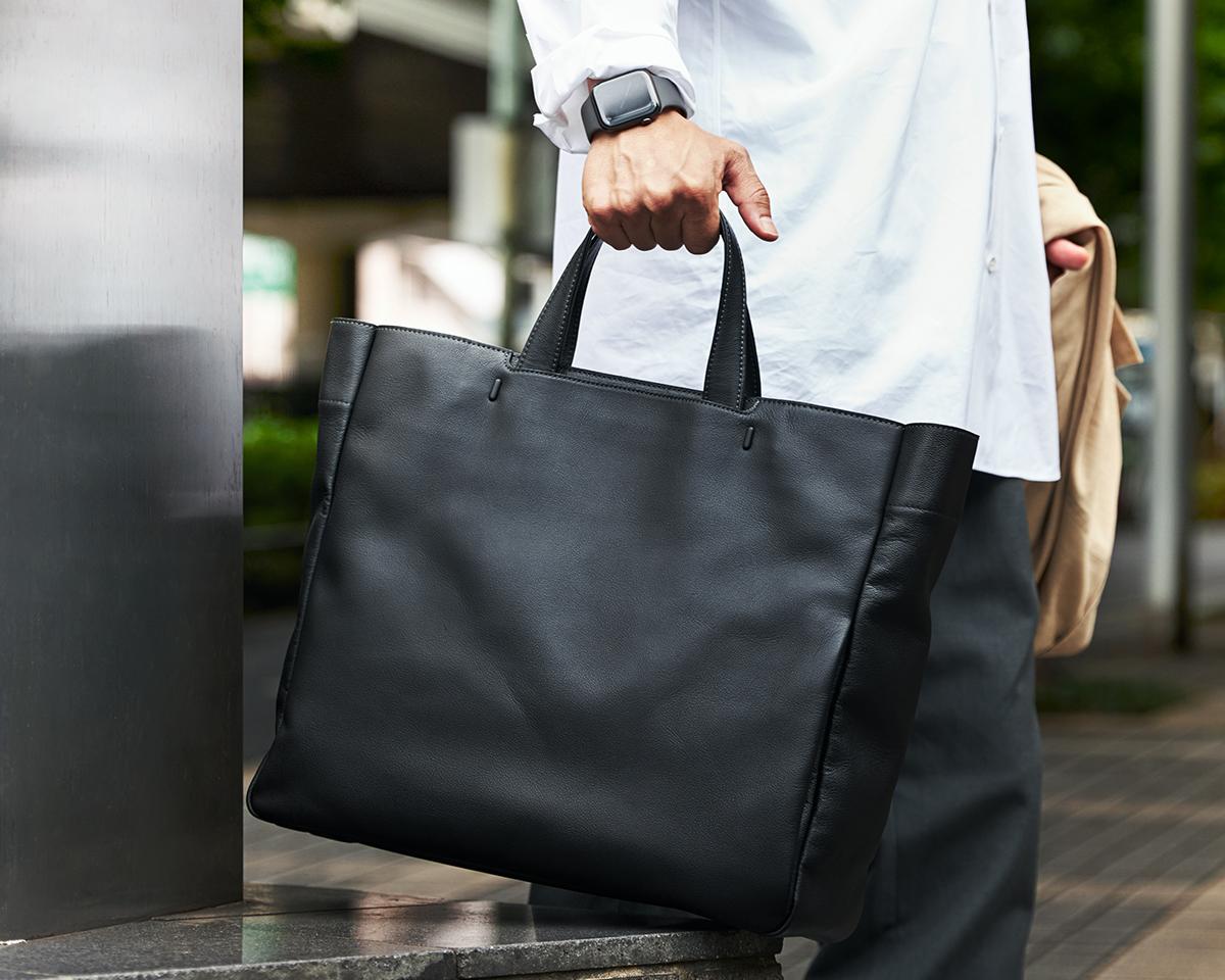 革の表面はもちろん、裏側や断面、キズからも水を寄せつけません。|防水レザー、超軽量、直感ポケット付きの日本製レザーバッグ|PCバッグ・トートバッグ・リュック・バックパック|FARO(ファーロ)