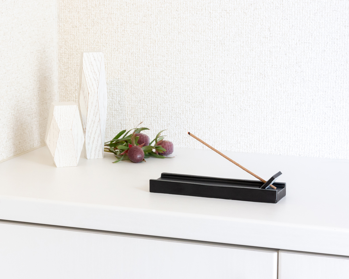 おいしい香りの味わい方(3) 燃焼後は、一旦空気を開け放つ。|伝統の薫香技術が生む「香り」で、空間の模様換え。たった1本で気分を一新するインセンススティック(お香)|KITOWA