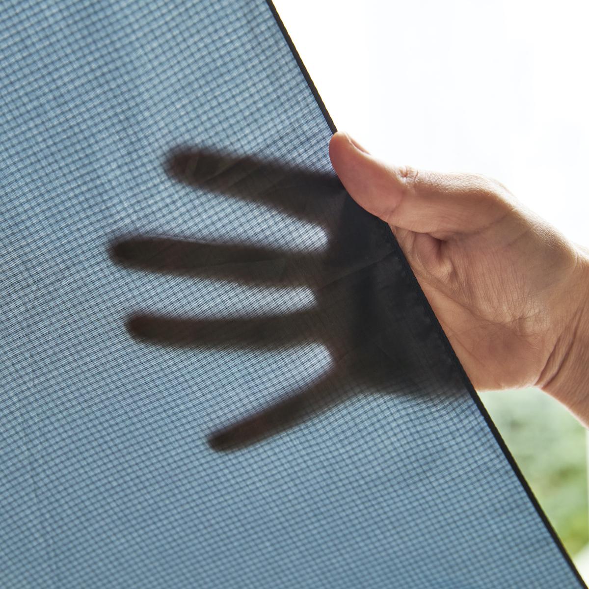 ① 極薄の傘生地|親指1本でカンタン開閉、なのに驚くほど軽い!風に強く、丈夫な構造の「ワンタッチ開閉式折りたたみ傘」|VERYKAL