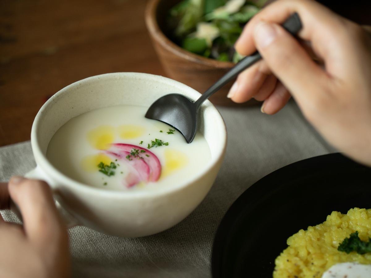 食卓の鮮度がアップする黒い食器。落としても割れない、黒染めステンレスの食器(フォーク・スプーン)|KURO(96)クロ