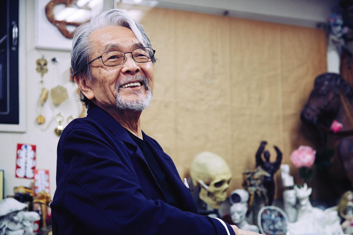 スカーフのイラストを提供したアーティスト宇野亜喜良氏