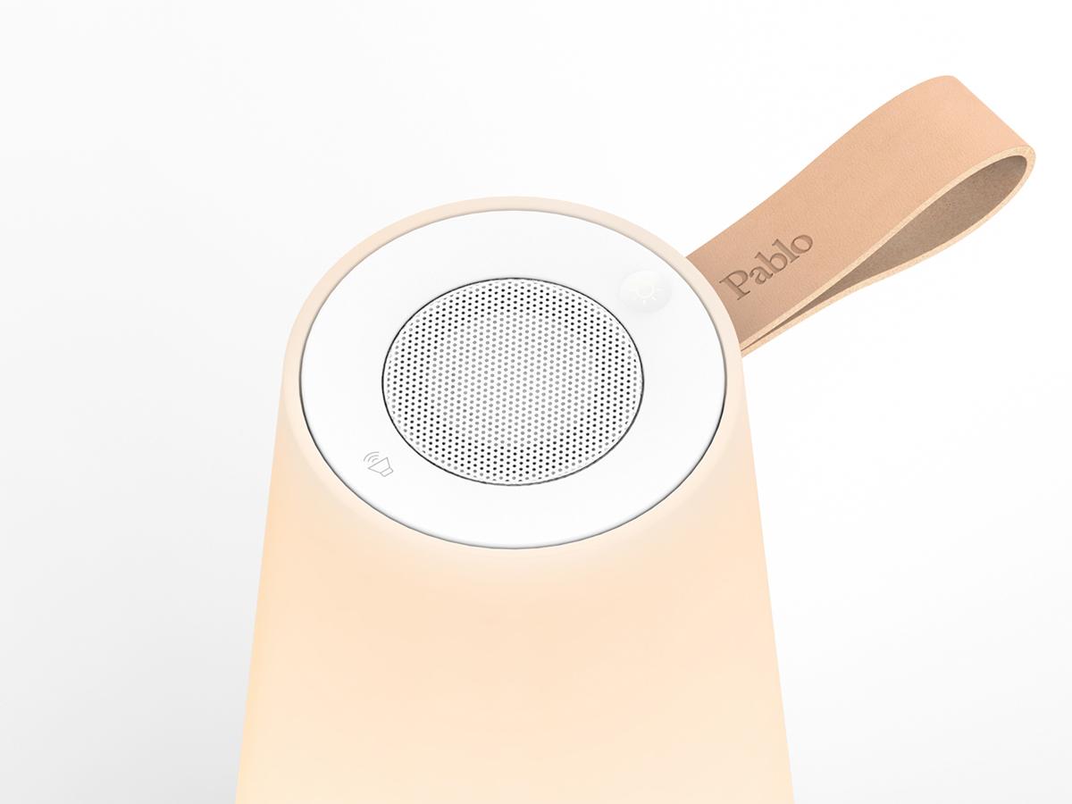 上部の電源ボタンを指で軽くタッチすると2段階の調光が可能。「音」と「光」の調和するワイヤレスHi-Fiスピーカー|Pablo UMA MINI