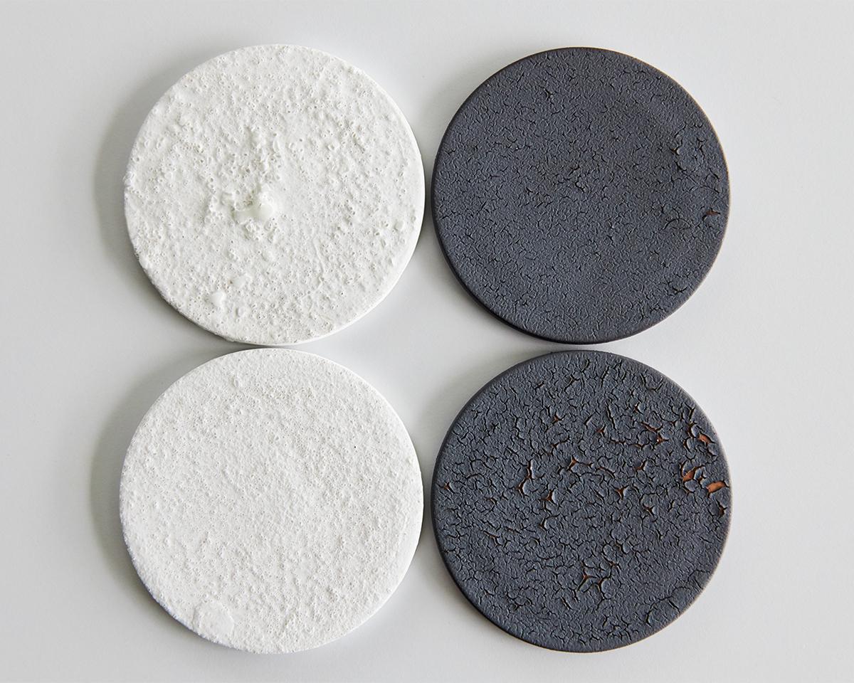 陶板は工芸品のため、ひとつひとつ風合いが異なります。表情の違いもお楽しみください|ミニマムでおしゃれなデザイン家電。香炉のような静かな存在感の「アロマディフューザー」|WEEKEND(ウィークエンド)