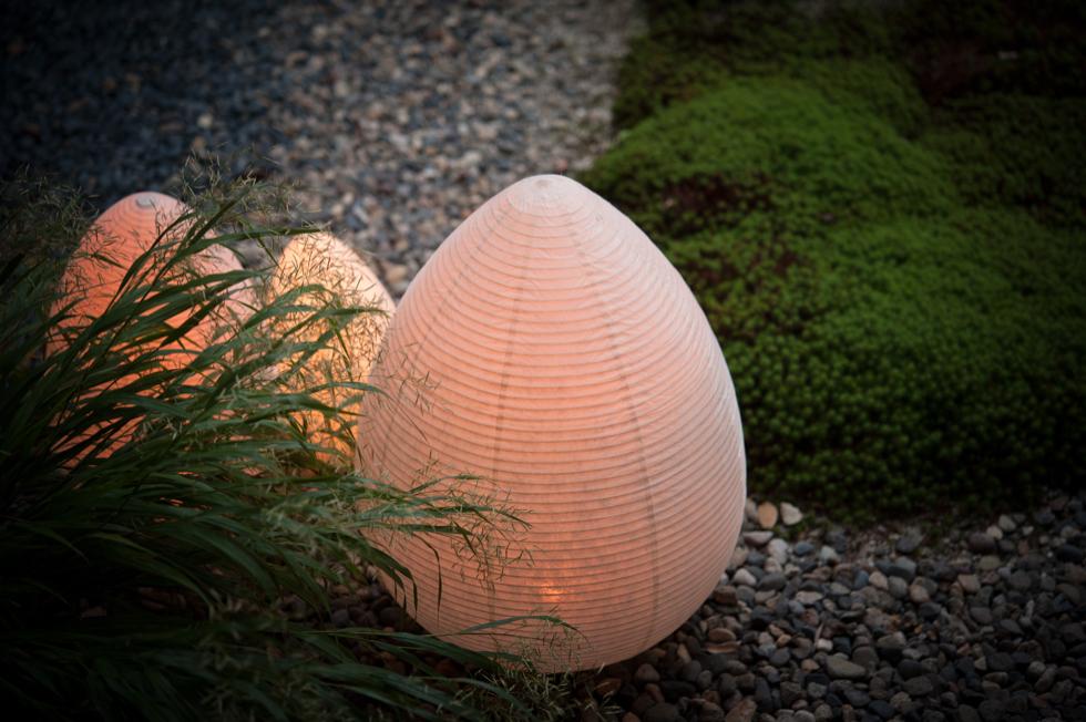 キャンドルのようなオレンジ色のゆらぐ光でリラックスできる空間になる提灯型ランプ(インテリア ライト 照明)| つぼみ - 鈴木茂兵衛商店 SUZUMO CHOCHIN(すずも提灯)