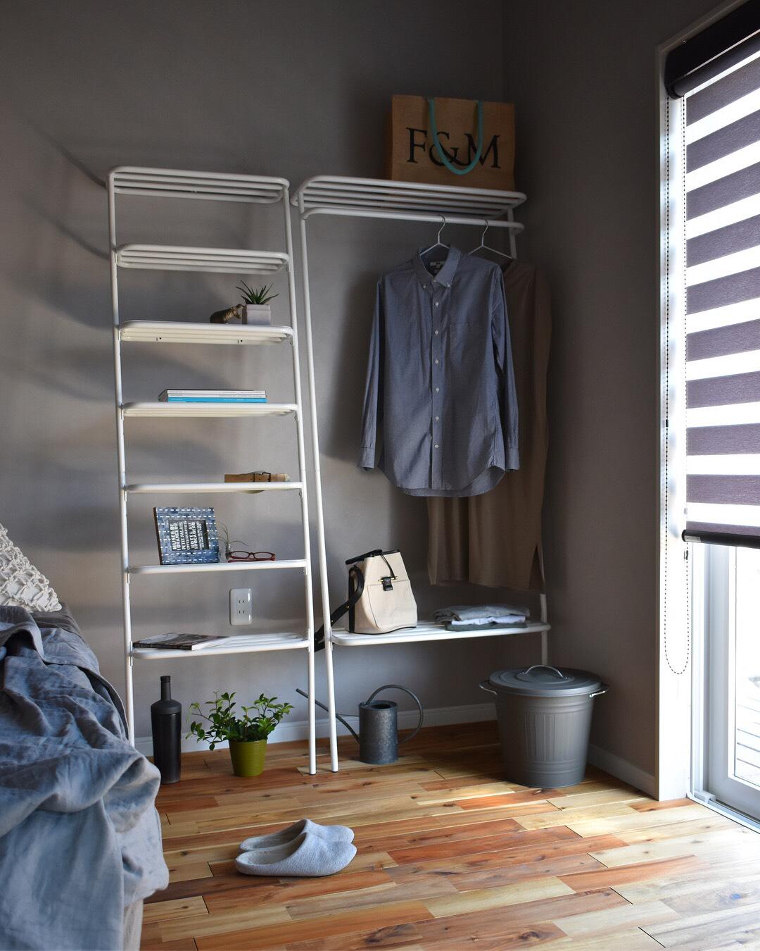 人生をずっと一緒に過ごせる家具。心地よい部屋づくりができる、奥行たった40cmに、コートもバッグも手袋も収納できる「立て掛け式ラック」|DUENDE WALL HANGER
