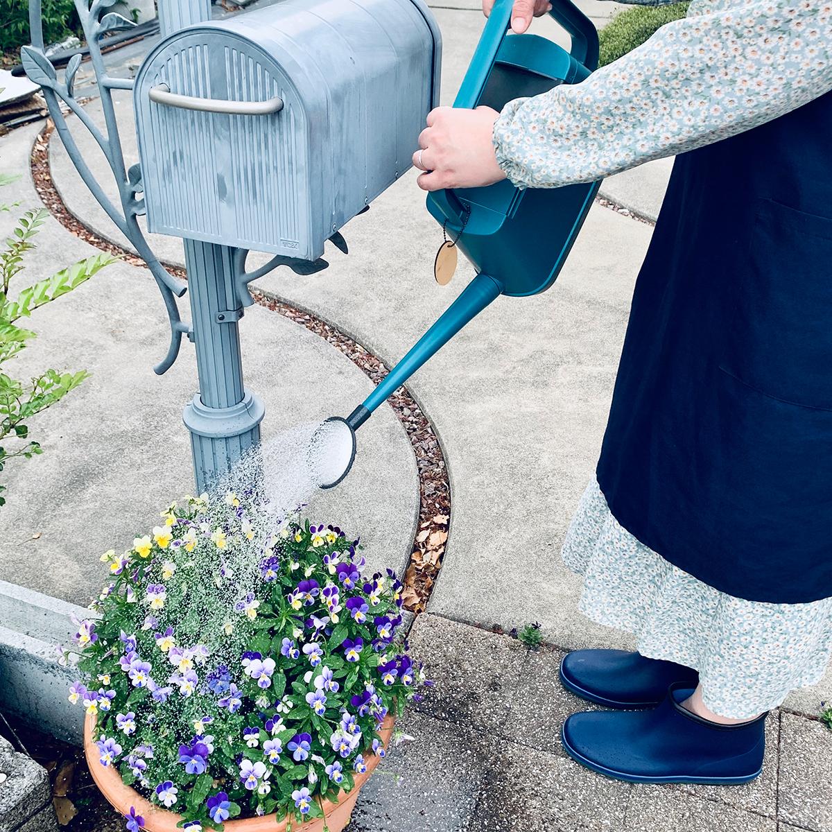 心地よい水やりセラピーで、リラックス。植物にやさしい、繊細な雨のような自然な水流のジョウロ|Royal Gardeners Club