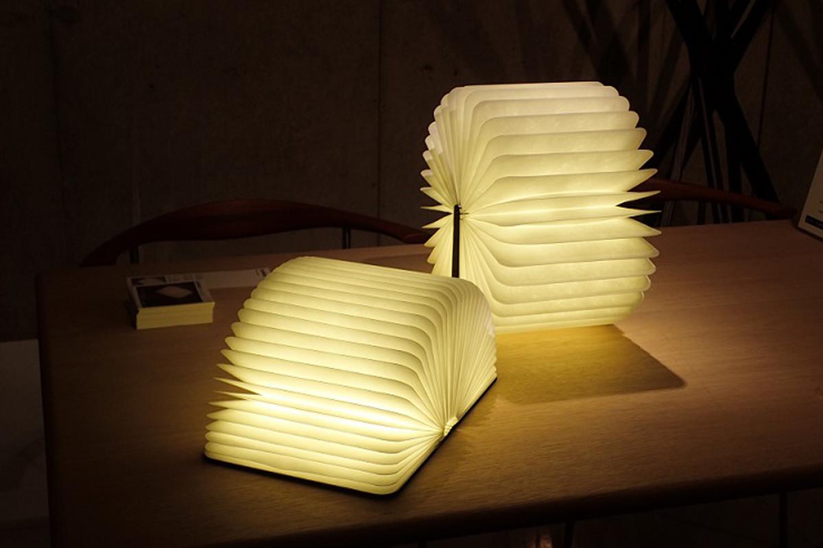 LEDは調光ができるブックライト lumio ルミオ