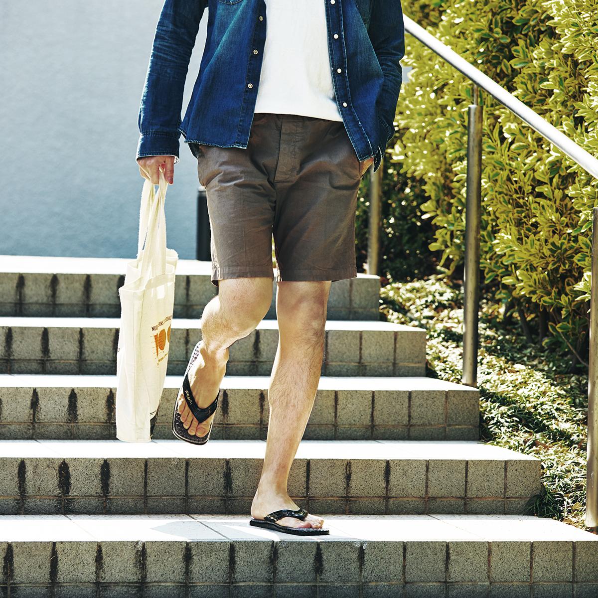 洗練されたお洒落なデザインだから気持ちよく歩きながら、家事や買い物ができる。半球状の突起が、心地よく足裏マッサージしてくれる「健康サンダル」|SENSI