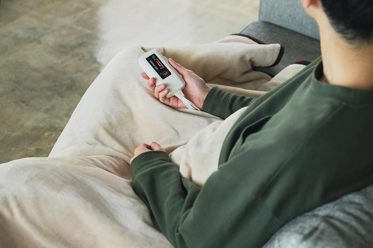 シンプルな操作で「適温」を設定できる。あなたの睡眠サイクルに合わせて、電源が自動オンオフ!洗濯機で丸洗いできる「電気毛布」|HEAT-CRACKER