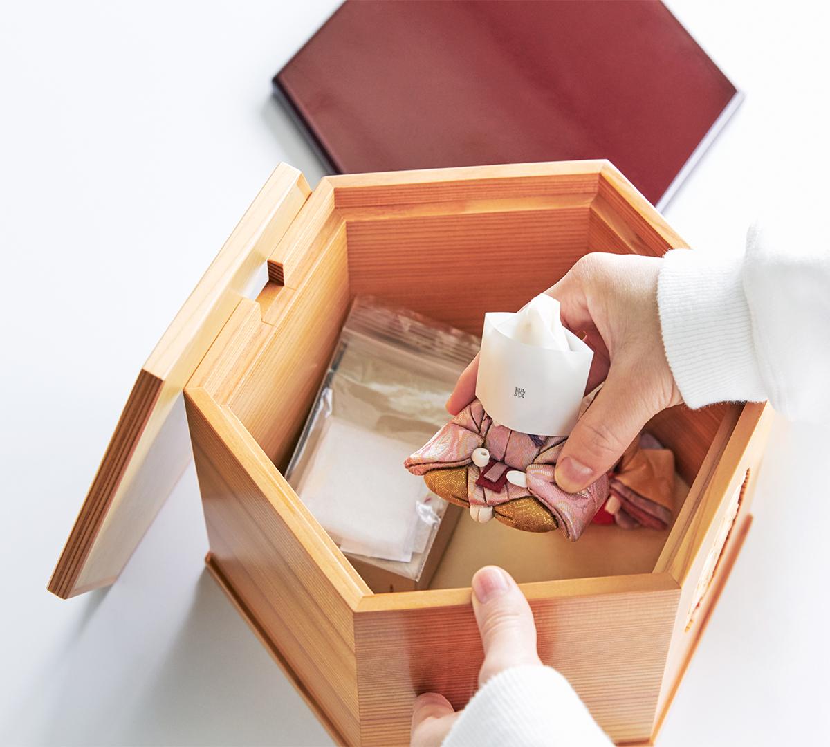 クローゼットや押し入れへ保管する際の省スペース化にも貢献|柿沼東光(経済産業大臣認定伝統工芸士)× 大沼 敦(工業デザイナー)によるモダンな雛人形